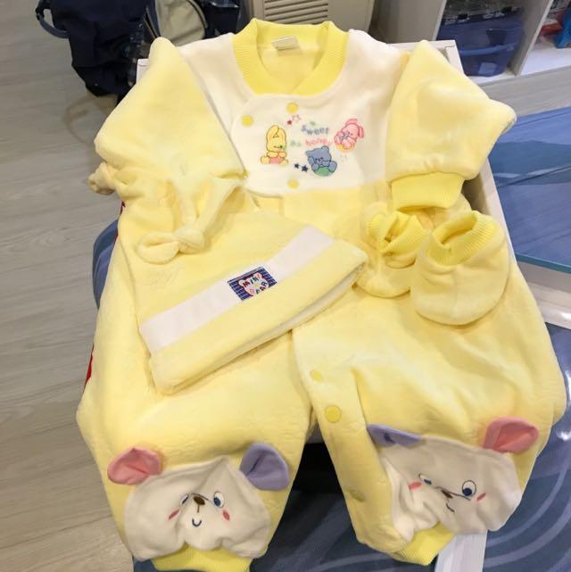寶寶衣服厚