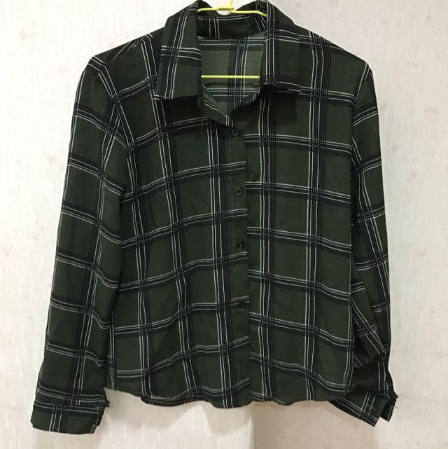 墨綠色短版格子襯衫