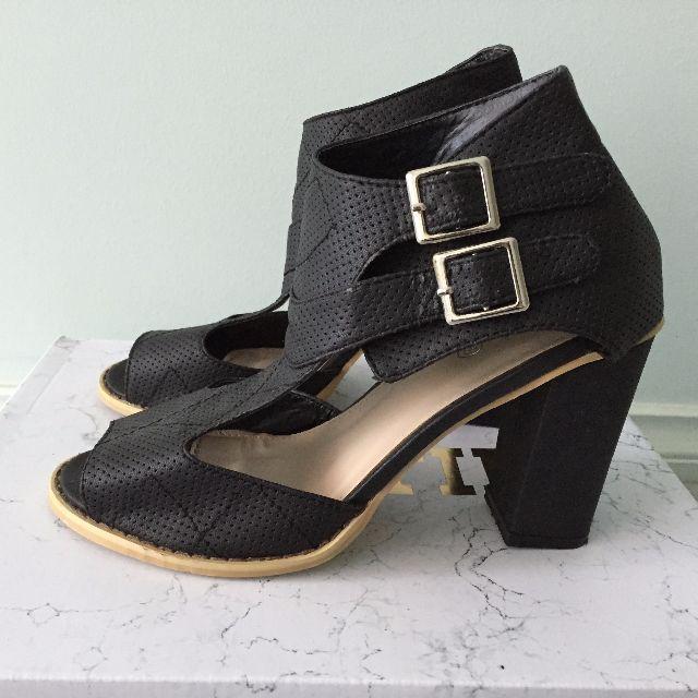 BNWOB Rubi Shoes Heels - Size 39