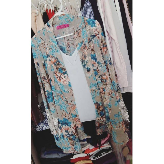Boohoo Summer Kimono Floral Robe with Lace Trims