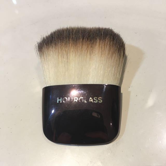 Hourglass- Ambient Lighting Powder Brush