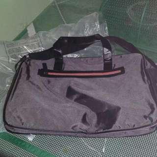 guess. hand bag. travel bag. tas guess