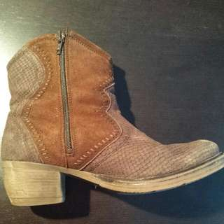 Brown Suede Size 40 Booties