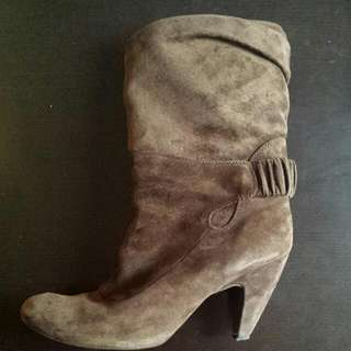 Steve Madden Size 9 Suede Brown Booties