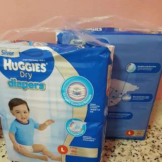 huggies diapers M / L
