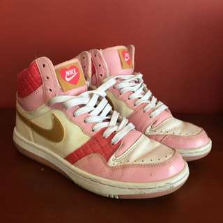 Limited Edition - Nike Court Force Valentines Day High Tops
