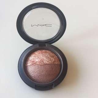 "MAC ""Light Over Dark"" Mineralize Blush"