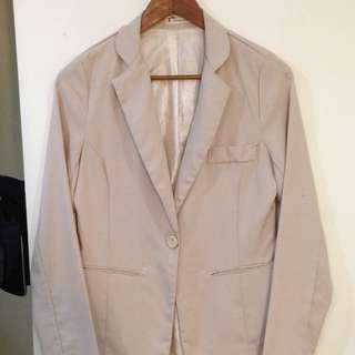 米色西裝外套