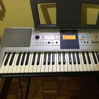 Yamaha PSR E323 Keyboard with stand