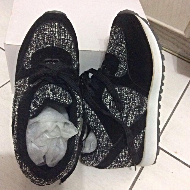 全新黑色休閒鞋37