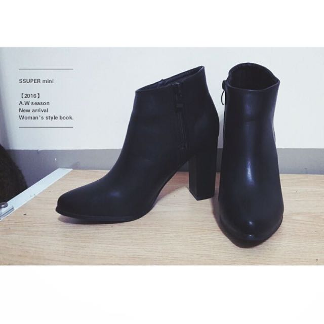 黑色斜口粗根短靴