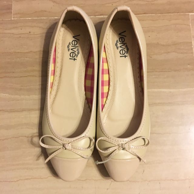 17638a9f6 Cream Colored Flats, Women's Fashion, Shoes on Carousell