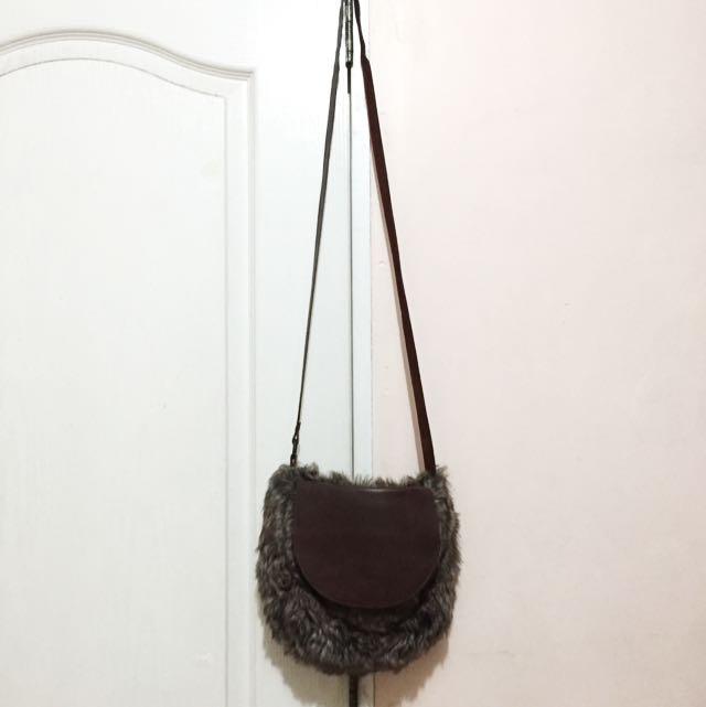 Gisbelle Sling Bag