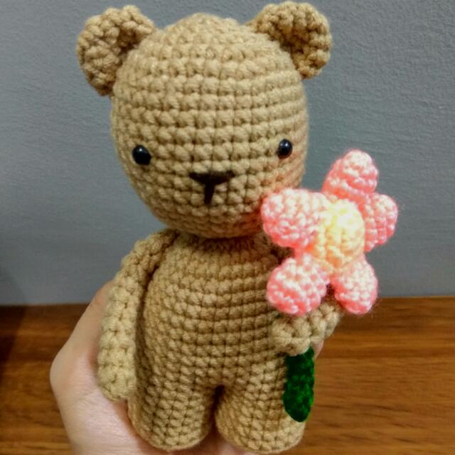 Crochet Valentine Teddy Bear with Heart Amigurumi Free Patterns ... | 640x640