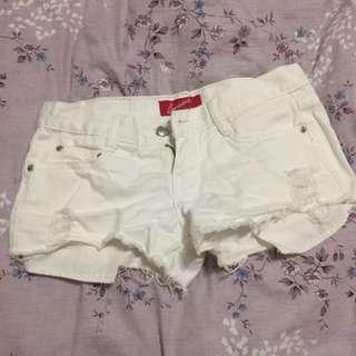 低腰白色刷破短褲