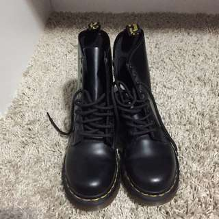 Doc Martens Classic Boots Black size 6 Womens