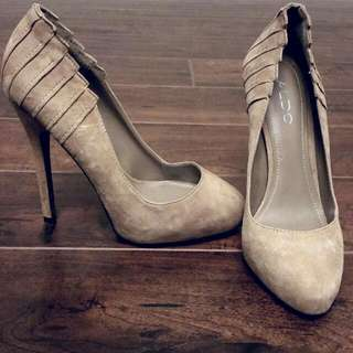 PRICE REDUCED! Gorgeous Beige Suede Aldo Pumps