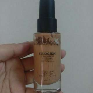 Smashbox Studio Skin 15 Hour Wear Hydrating Foundation And Too Faced Born This Way Foundation