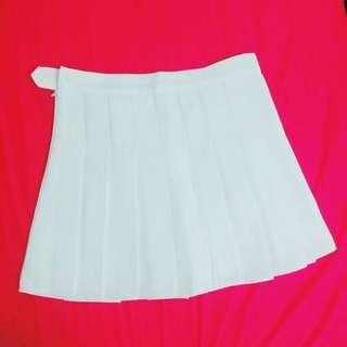 白色百折裙(有安全褲)M號 全新 僅試穿