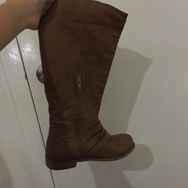 *FREE* Brown Boots