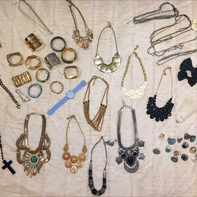 Costume Jewellery/Hair Accesories