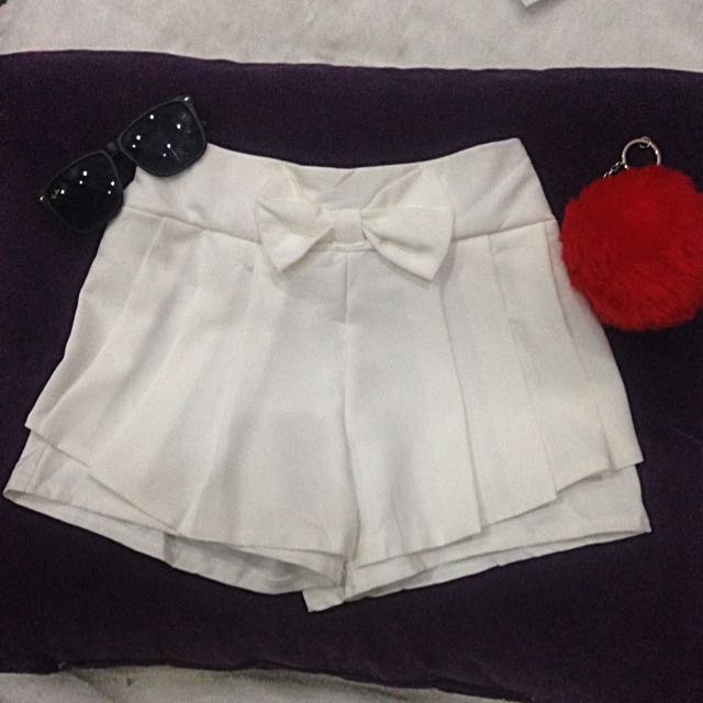 CS05 - Flowy White Cotton Shorts