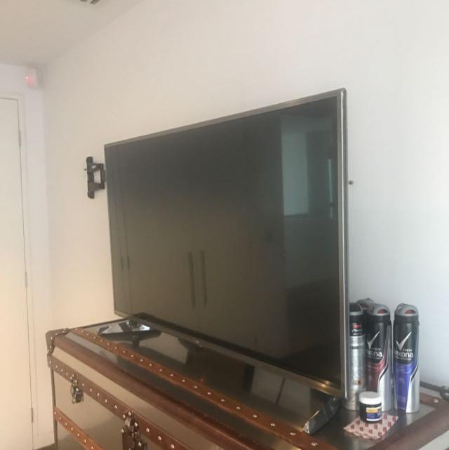 LG FLATSCREEN HDMI 3D TV