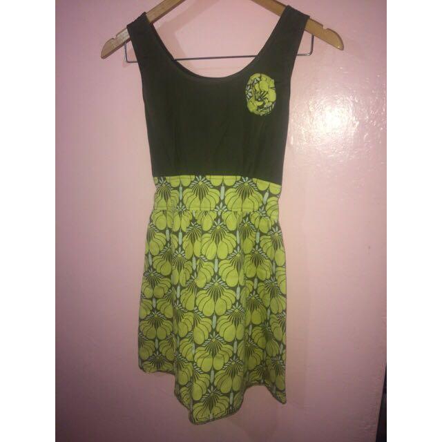 PRELOVED PANTONE GREEN FLORAL DRESS