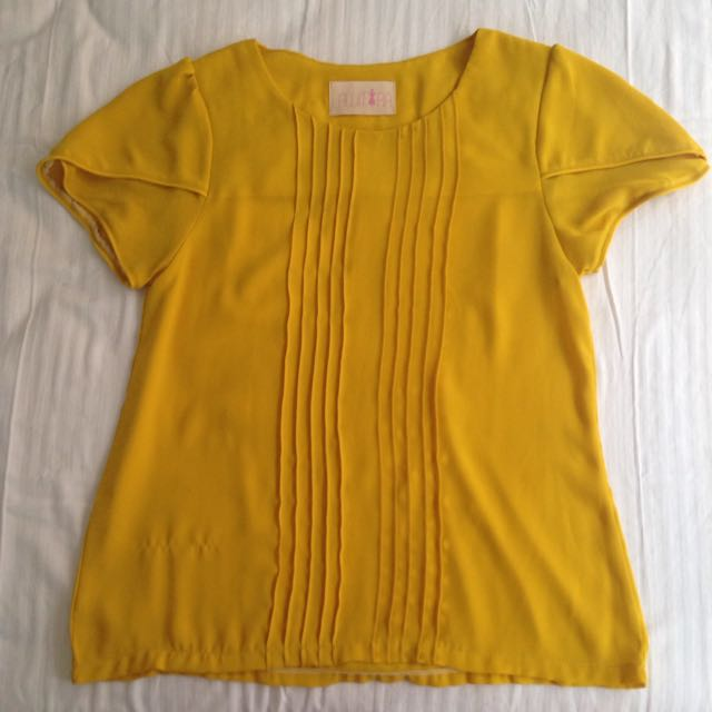 Soft Yellow Blouse With Layered Sleeve