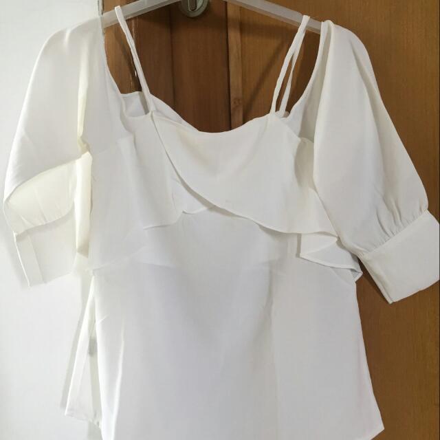 Susan cold shoulder in white