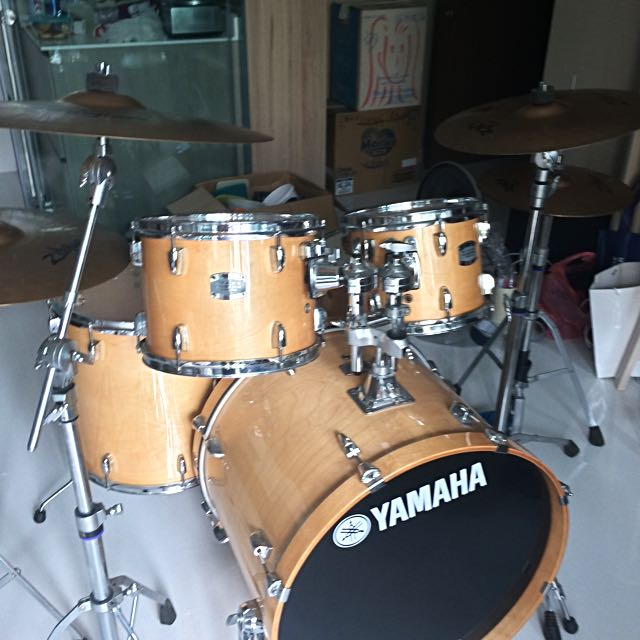 yamaha stage custom natural wood color drum set with