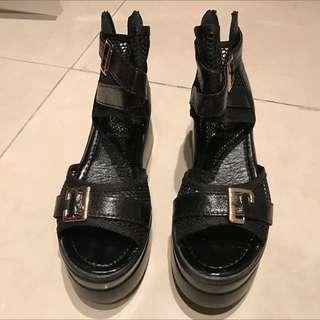 黑色網狀高跟涼鞋