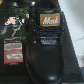 Mack safety Boot