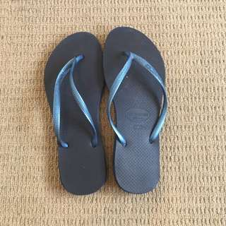 Navy Ladies Slim Havaianas Thongs