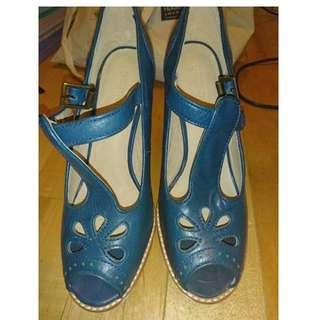 Gorman 100% Leather navy blue high platform heels 39 EUC