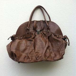 Artificial Crocodile skin bag. Dimension 46 x 36 x 16. Seldom use and in good condition.