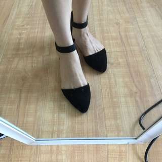 SHUBAR Pointed Toe Flats