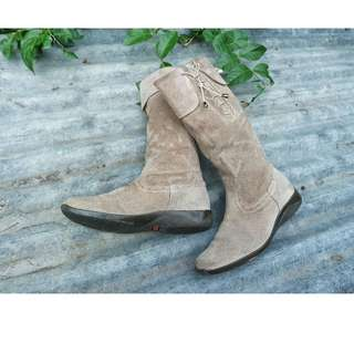 Woman Leather Boots Bata Flexible Warna Krem
