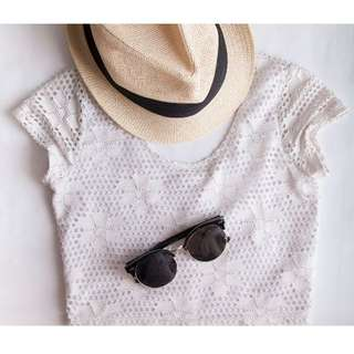 Valleygirl Size S - White Lace Top