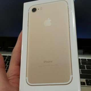 New Sealed Apple iPhone 7 Gold 128gb (MY Set)