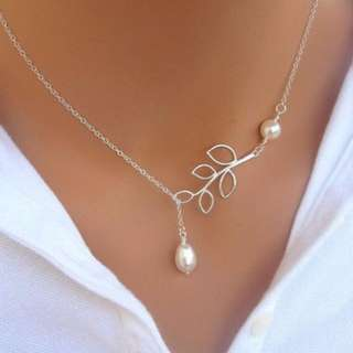 [CLEARANCE] Leaf Double Pearl Pendant Necklace