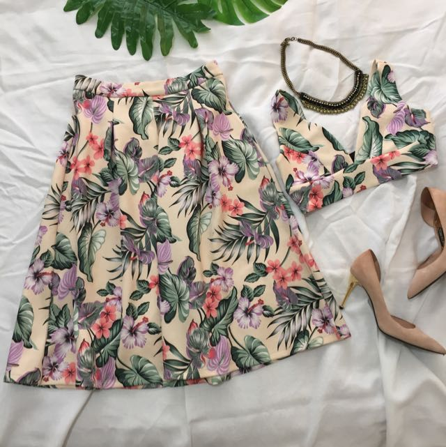 FLORAL SET BRALETTE AND MIDI SKIRT Valleygirl (S) (M)