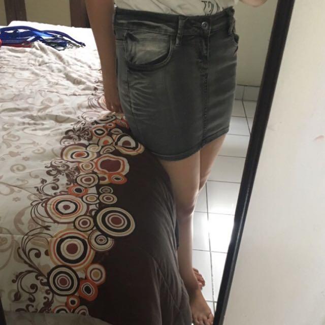 preloved rok jeans pendek masih sangat bagus