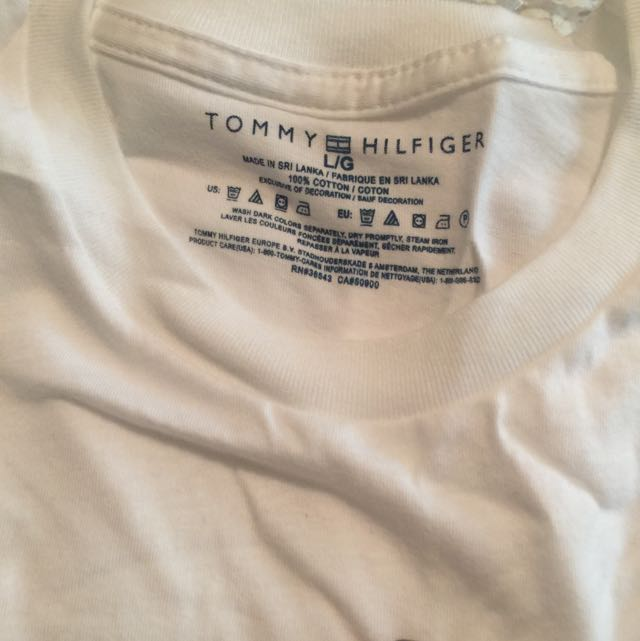 WHITE LARGE TOMMY HILFIGER TEE