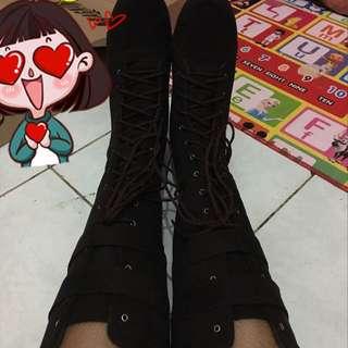 Sepatu Boots (tali & Strep)