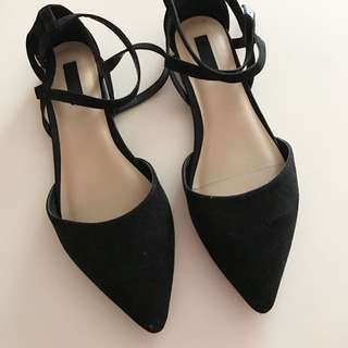 Pointed Strapped Flats