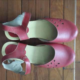 clog shoe by Kloom