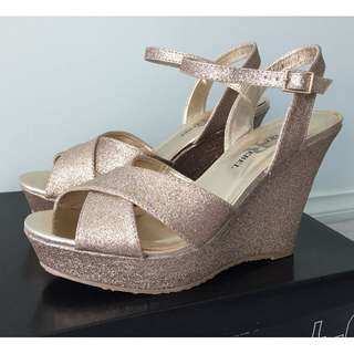 BNIB LONDON REBEL Gold Glitter Wedges - Size 7