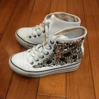 日本增高白球鞋
