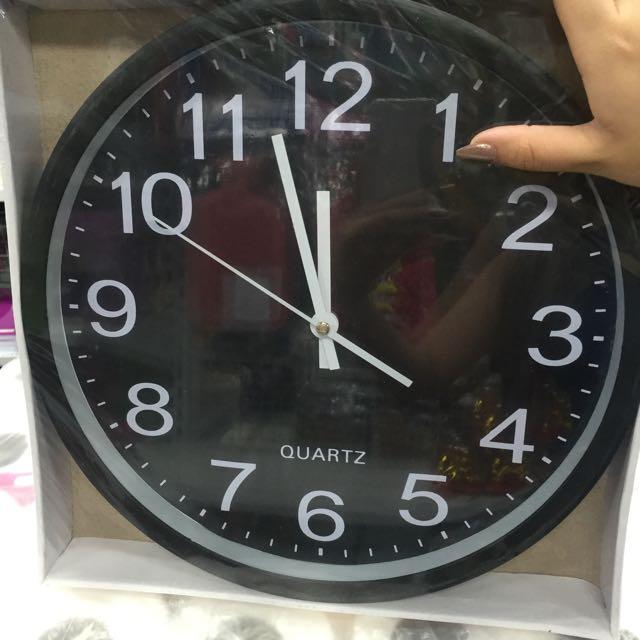 Black Round Wall Clock